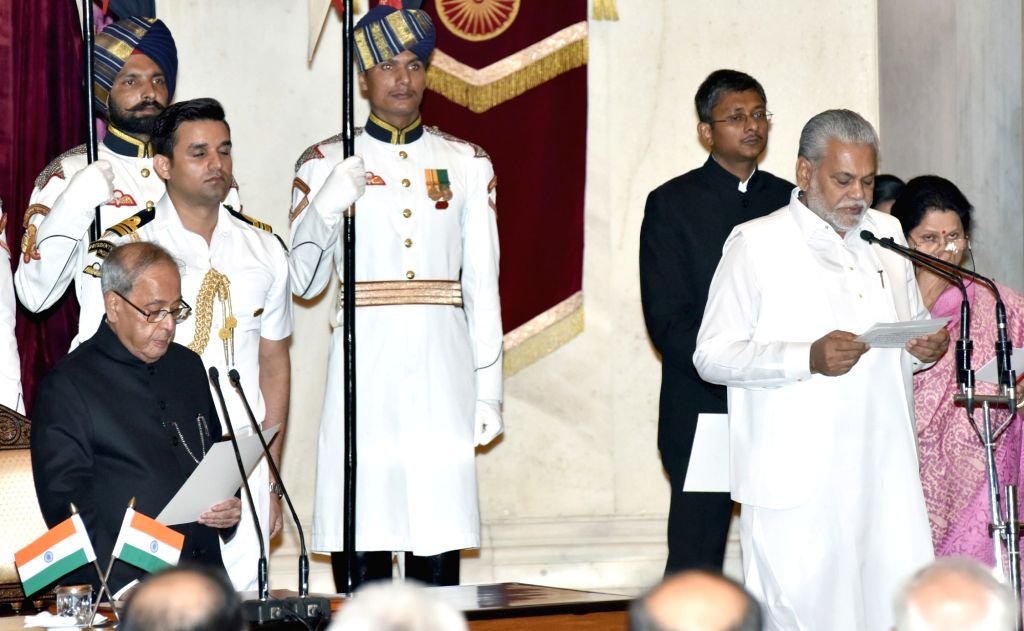 President Pranab Mukherjee administers the oath of Minister of State to Parshottam Rupala, at a swearing-in ceremony organised at Rashtrapati Bhavan, in New Delhi on July 5, 2016. - Pranab Mukherjee