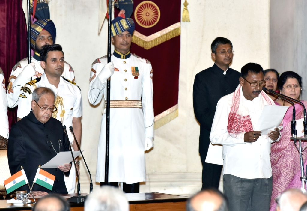 President Pranab Mukherjee administers the oath of Minister of State to Rajen Gohain, at a swearing-in ceremony organised at Rashtrapati Bhavan, in New Delhi on July 5, 2016. - Pranab Mukherjee