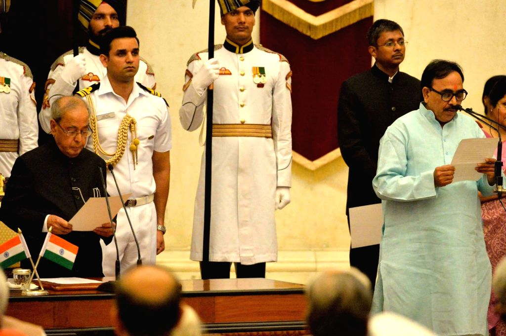 President Pranab Mukherjee administers the oath of Minister of State to Dr. Mahendra Nath Pandey, at a swearing-in ceremony organised at Rashtrapati Bhavan, in New Delhi on July 5, 2016. - Pranab Mukherjee and Mahendra Nath Pandey
