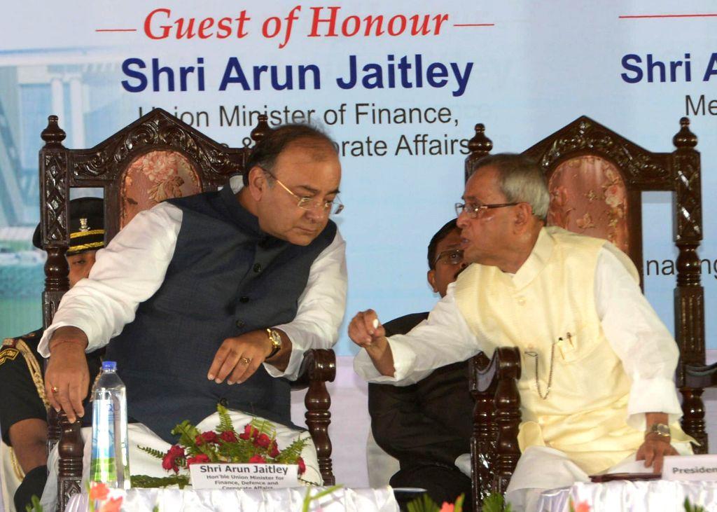 President Pranab Mukherjee and Union Minister for Finance, Corporate Affairs and Defence Arun Jaitley during inauguration of MDI, Murshidabad in Jangipur at West Bengal on Aug 25, 2014. - Pranab Mukherjee and Arun Jaitley