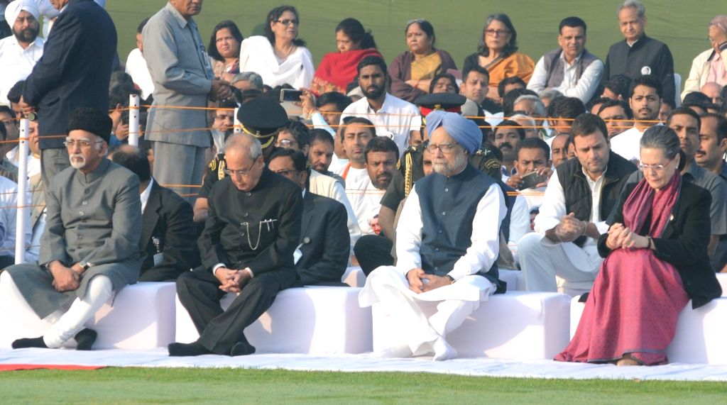 President Pranab Mukherjee and Vice-President Mohammad Hamid Ansari with Congress chief Sonia Gandhi, vice president Rahul Gandhi and party leader and former prime minister Dr Manmohan ... - Pranab Mukherjee, Sonia Gandhi, Rahul Gandhi and Manmohan Singh