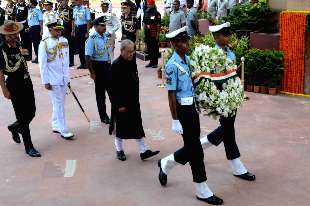 President Pranab Mukherjee arrives to lay wreath at Amar Jawan Jyoti, India Gate on Independence Day in New Delhi, on Aug 15, 2016. Also seen Army Chief General Dalbir Singh, Naval Chief ... - Pranab Mukherjee