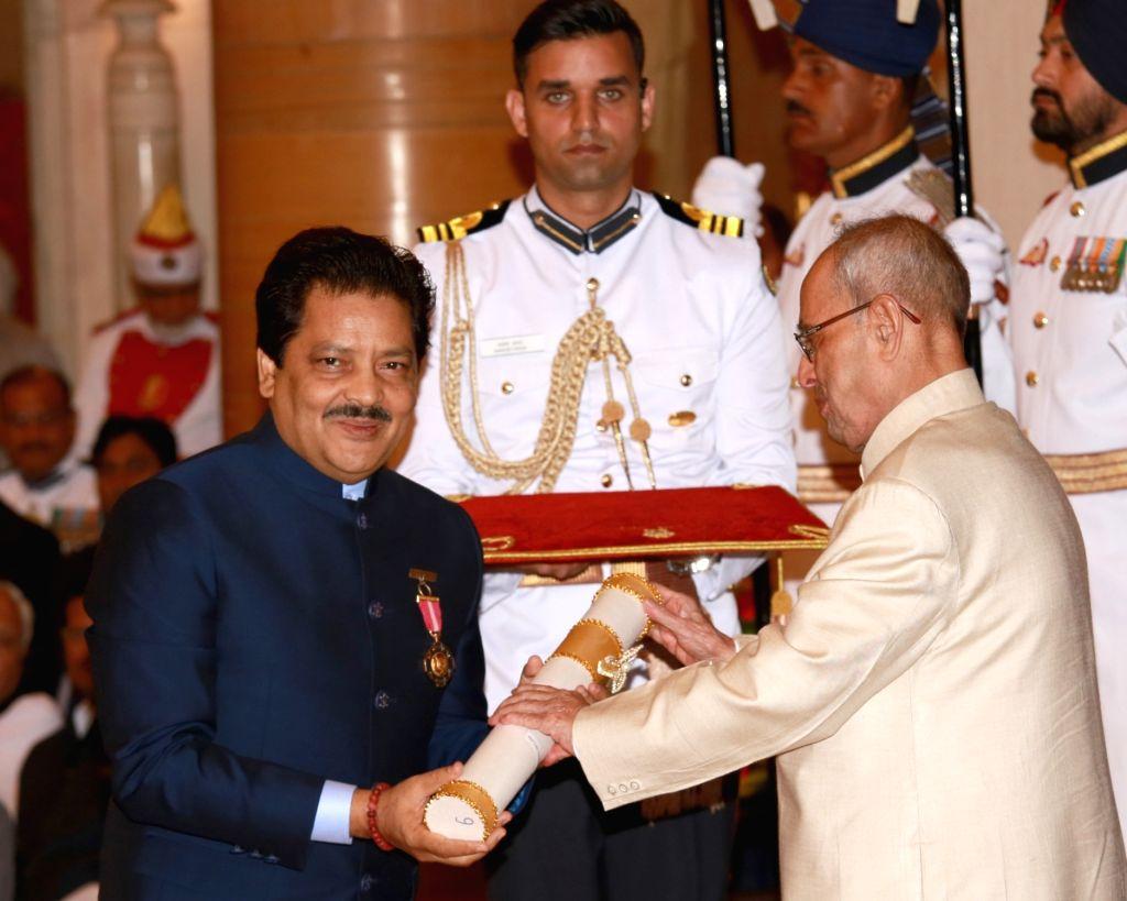 President Pranab Mukherjee confers Padma Bhushan to singer Udit Narayan Jha during Civil Investiture Ceremony– II at Rashtrapati Bhawan on April 12, 2016. - Pranab Mukherjee