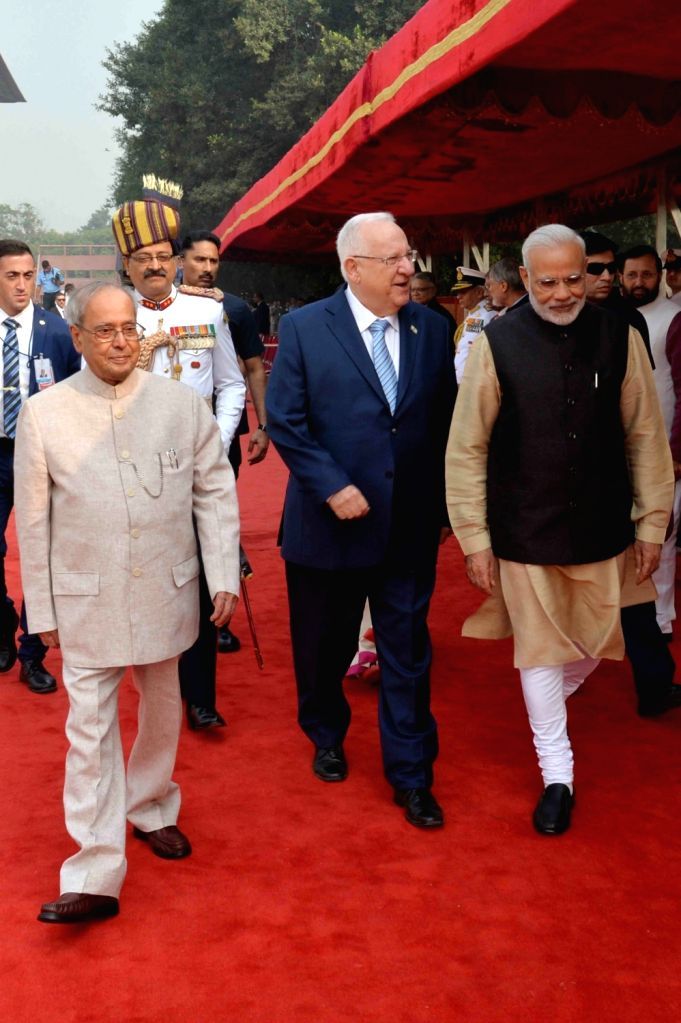 President Pranab Mukherjee during ceremonial reception of Reuven Rivlin, President of Israel at Rashtrapati Bhavan in New Delhi on Nov. 15, 2016. - Pranab Mukherjee