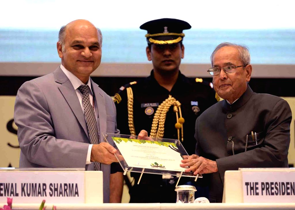 President Pranab Mukherjee during Lakshmipat Singhania- IIM Lucknow National ership Awards at Vigyan Bhavan in New Delhi in June 27, 2017. - Pranab Mukherjee