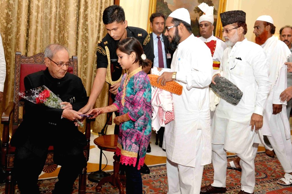 President Pranab Mukherjee exchanging greetings on the occasion of Eid-ul-Fitr, at Rashtrapati Bhavan, in New Delhi on June 26, 2017. - Pranab Mukherjee