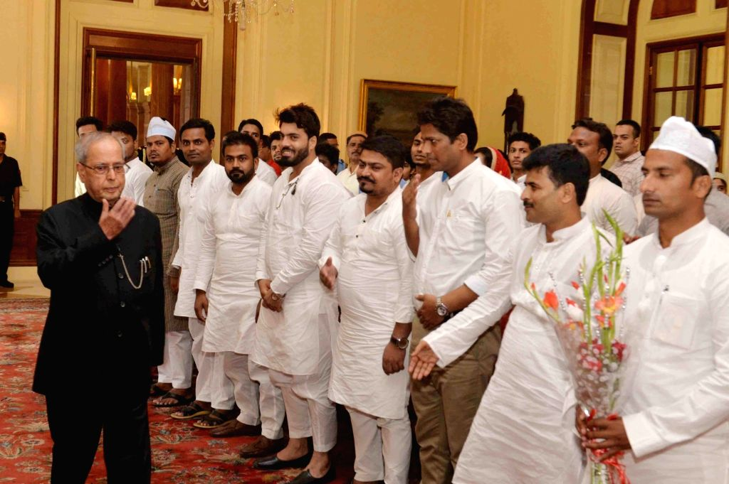 President Pranab Mukherjee exchanging greetings on the occasion of Eid-ul-Fitr, at Rashtrapati Bhavan, in New Delhi on June 26, 2017. - Pranab Mukherjee