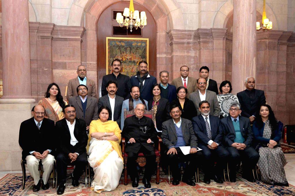 President Pranab Mukherjee in a group photo with the Managing Committee of Press Club of India at Rashtrapati Bhavan in New Delhi, on Jan 16, 2017. - Pranab Mukherjee