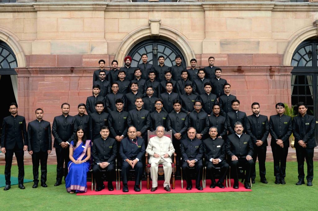 President Pranab Mukherjee in a group photograph with Officer Trainees of the Indian Engineering Service of 2016 Batch at Rashtrapati Bhavan on May 31, 2017. - Pranab Mukherjee