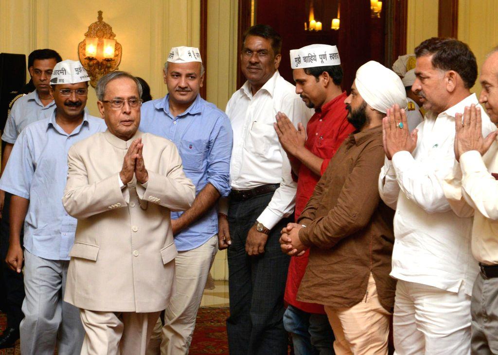 President Pranab Mukherjee meeting a delegation of MLAs and leaders of Aam Admi Party led by AAP chief Arvind Kejriwal at Rashtrapati Bhavan on Sept. 6, 2014. - Arvind Kejriwal