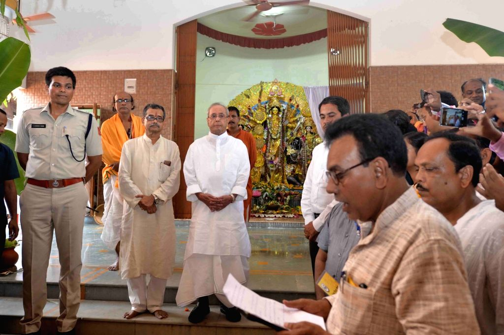 President Pranab Mukherjee participates in a programme organised to pledge for Nirmal Birbhum at his Mirati House in Birbhum of West Bengal on Oct 9, 2016. - Pranab Mukherjee