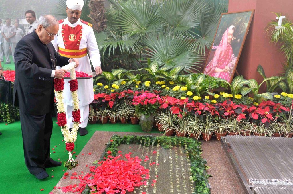 President Pranab Mukherjee paying tributes on death anniversary of former Prime Minister Indira Gandhi, at Indira Gandhi memorial museum  on Oct. 31, 2016. - Indira Gandhi and Pranab Mukherjee