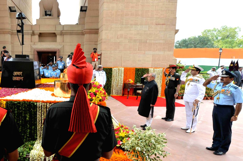 President Pranab Mukherjee pays his tribute at Amar Jawan Jyoti on the occasion of 69th Independence Day in New Delhi on August 15, 2015. - Pranab Mukherjee