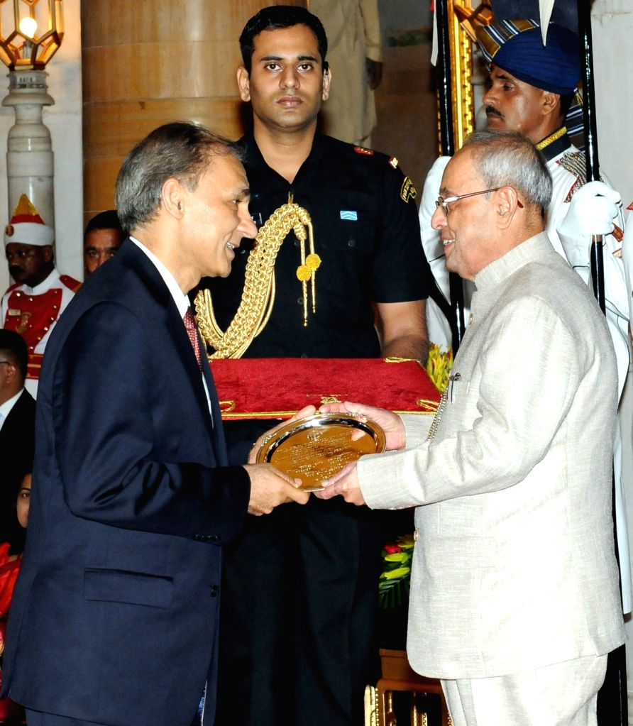 President Pranab Mukherjee presents Dr. B.C. Roy National Award 2010 to Dr. Nikhil C. Munshi, at a function, at a function, at Rashtrapati Bhavan, in New Delhi on July 1, 2016. - Pranab Mukherjee