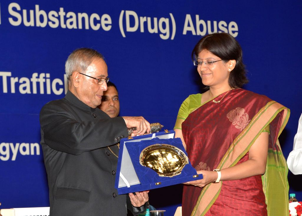 "President Pranab Mukherjee presents ""National Award for Outstanding Services In the Field of Prevention of Alcoholism and Substance (Drug) Against Drug Abuse"" on United Nations' ..."