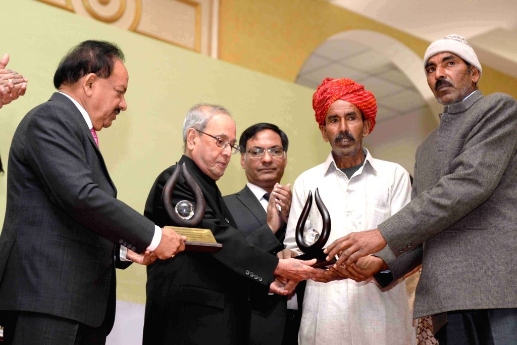President Pranab Mukherjee presents the 9th National Biennial Awards for Grassroots Innovations and Outstanding Traditional Knowledge, at Rashtrapati Bhavan, in New Delhi on March 4, 2017. ... - Pranab Mukherjee