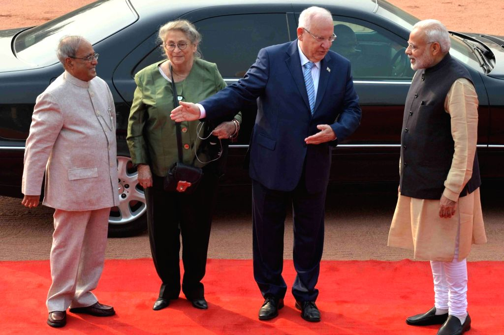 President Pranab Mukherjee, Prime MInister Narendra Modi during ceremonial reception of Reuven Rivlin, President of Israel and his wife Nechama Rivlin at Rashtrapati Bhavan on Nov. 15, ... - Narendra Modi and Pranab Mukherjee