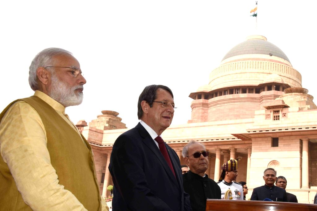 President Pranab Mukherjee, Prime Minister Narendra Modi and President of Cyprus, Nicos Anastasiades speaking to the media during his ceremonial reception at forecourt in Rashtrapati ... - Narendra Modi and Pranab Mukherjee