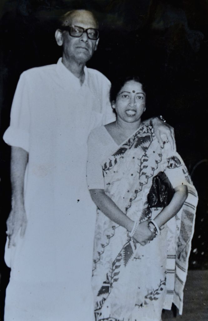 President Pranab Mukherjee's wife Suvra with singer Hemanta Kumar Mukherjee.(File Photo: IANS/RB) - Pranab Mukherjee and Hemanta Kumar Mukherjee