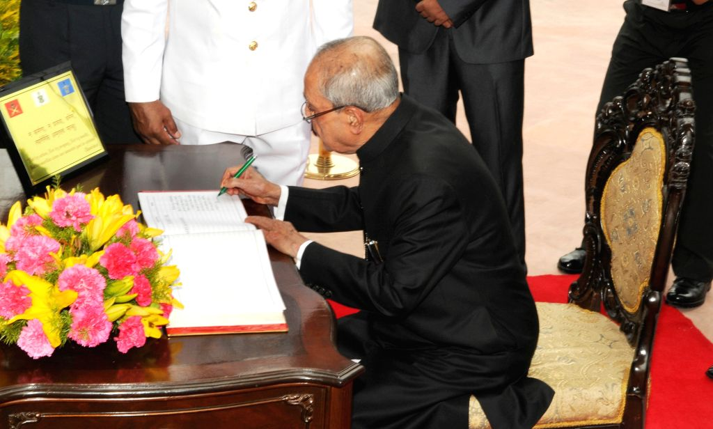 President Pranab Mukherjee signing the visitors` book at Amar Jawan Jyoti, India Gate, on the occasion of 69th Independence Day, in New Delhi on August 15, 2015. - Pranab Mukherjee
