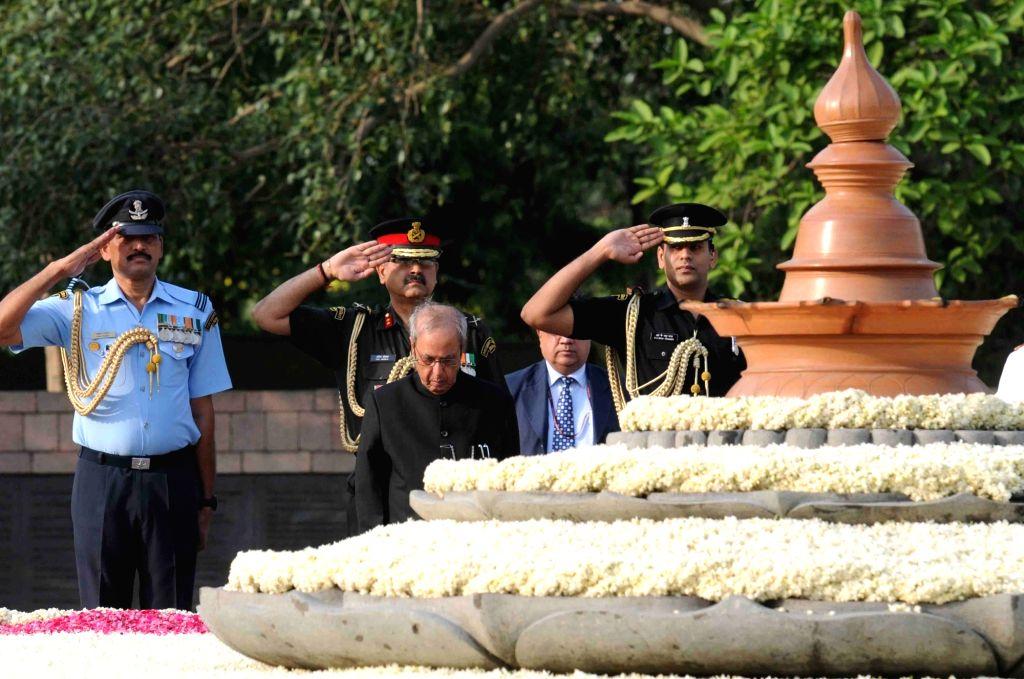 President Pranab Mukherjee, Vice President Hamid Ansari, former Prime Minister Manmohan Singh, Congress party president Sonia Gandhi, Congress party vice president Rahul Gandhi and other ... - Manmohan Singh, Pranab Mukherjee, Sonia Gandhi and Rahul Gandhi