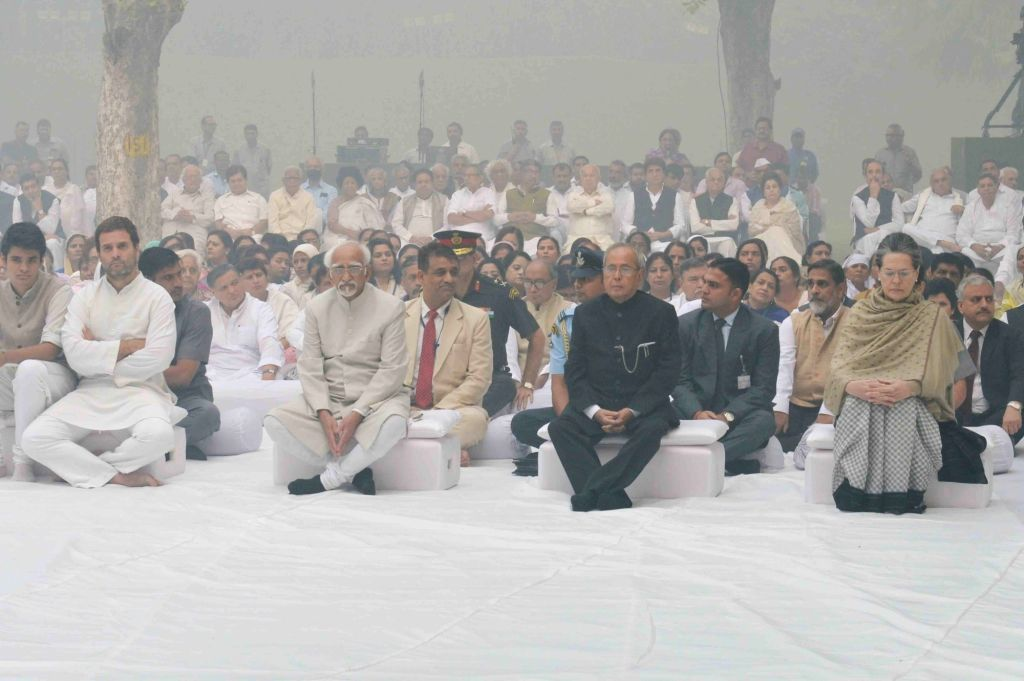 President Pranab Mukherjee, Vice President Hamid Ansari, Congress party president Sonia Gandhi, Congress party vice president Rahul Gandhi and others paying tributes on death anniversary ... - Indira Gandhi, Pranab Mukherjee, Sonia Gandhi and Rahul Gandhi