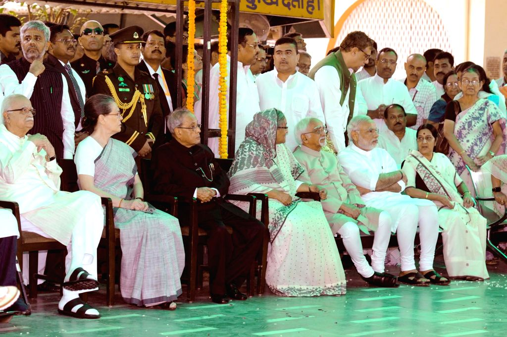 President Pranab Mukherjee, Vice President Mohd. Hamid Ansari,  Bangladesh Prime Minister Sheikh Hasina, Prime Minister Narendra Modi and other dignitaries attend the funeral of Suvra ... - Sheikh Hasina, Narendra Modi, Sushma Swaraj, Pranab Mukherjee and Sonia Gandhi