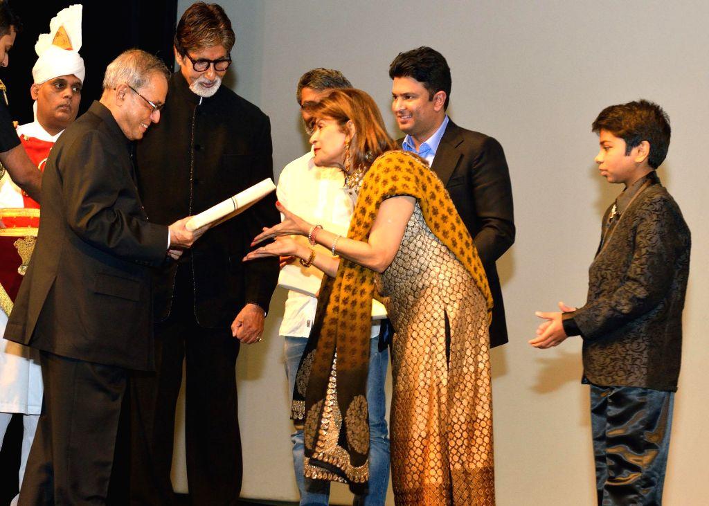 President Pranab Mukherjee with actor Amitabh Bachchan, filmmaker Nitesh Tiwari and other actors of 'Bhootnath Returns', during a special screening of the film at Rashtrpati Bhavan Auditorium in New . - Amitabh Bachchan and Pranab Mukherjee