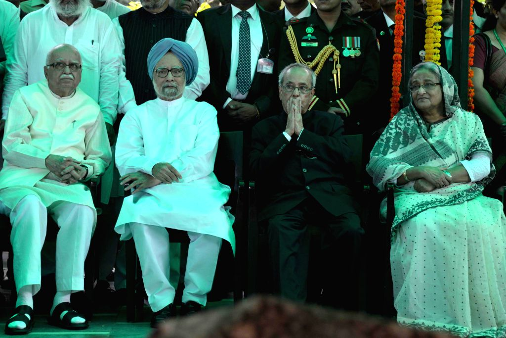 President Pranab Mukherjee with Bangladesh Prime Minister Sheikh Hasina, former prime minister Manmohan Singha and BJP veteran L K Advani at the Lodhi Road crematorium in New Delhi, on Aug ... - Sheikh Hasina, Pranab Mukherjee and L K Advani