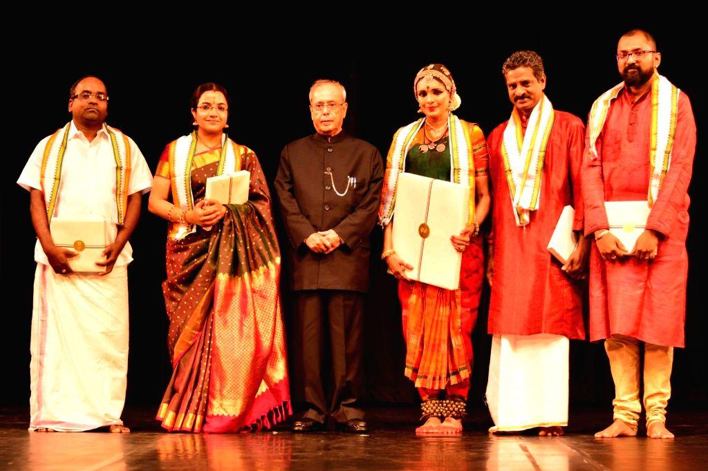 President Pranab Mukherjee with Bharatnayam dancer Priyadarshini Govind who performed Rashtrapati Bhavan in New Delhi on June 25, 2016. - Pranab Mukherjee