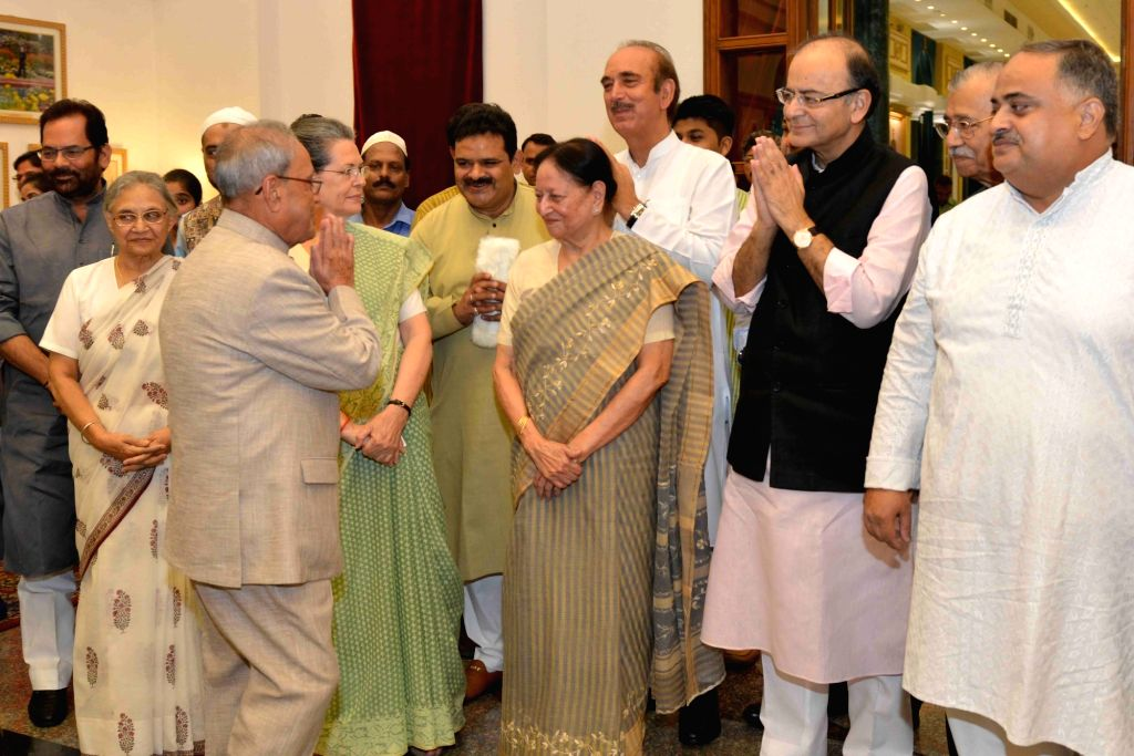 President Pranab Mukherjee with Congress chief Sonia Gandhi, former Kerala Governor Sheila Dikshit, Ghulam Nabi Azad and  during  an iftaar party hosted by him at Rashtrapati Bhavan in New ... - Pranab Mukherjee, Sonia Gandhi and Sheila Dikshit
