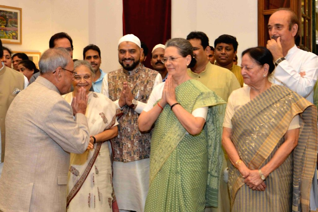 President Pranab Mukherjee with Congress chief Sonia Gandhi, former Kerala Governor Sheila Dikshit and Ghulam Nabi Azad during  an iftaar party hosted by him at Rashtrapati Bhavan in New ... - Pranab Mukherjee, Sonia Gandhi and Sheila Dikshit