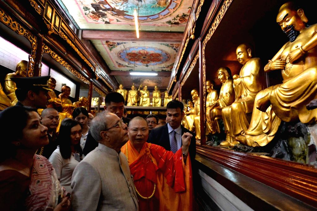 President Pranab Mukherjee with daughter Sharmistha Mukherjee visit the Hua Lin Temple in Guangzhou, on May 25, 2016. - Pranab Mukherjee and Sharmistha Mukherjee