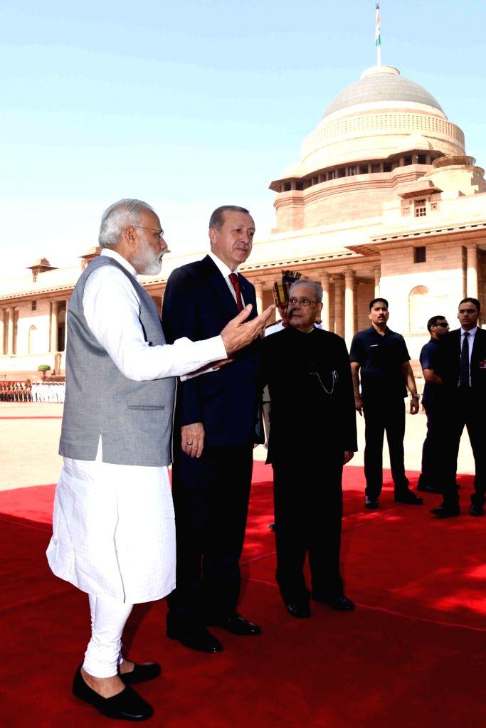 President Pranab Mukherjee with Prime Minister Narendra Modi receives Recep Tayyip Erdogan, President of Republic of Turkey during his ceremonial reception at the forecourt in Rashtrapati ... - Narendra Modi and Pranab Mukherjee