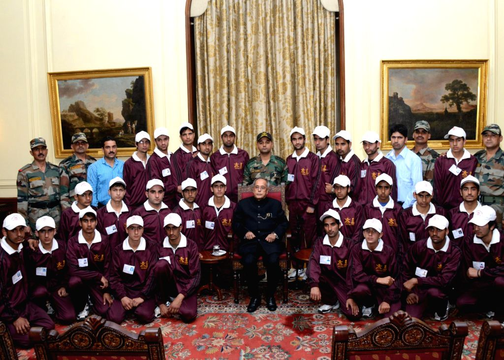 President Pranab Mukherjee with students from Ganderbal district of Jammu and Kashmir at Rashtrapati Bhavan in New Delhi on Dec.13, 2013