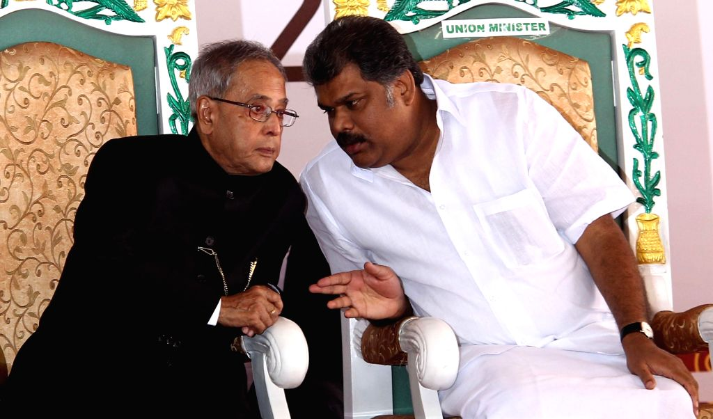 President Pranab Mukherjee with Tamil Nadu Governor K Rosaiah during inauguration of newly built School of Commerce and Economics building in Loyola College campus of Chennai on Dec.20, 2013.