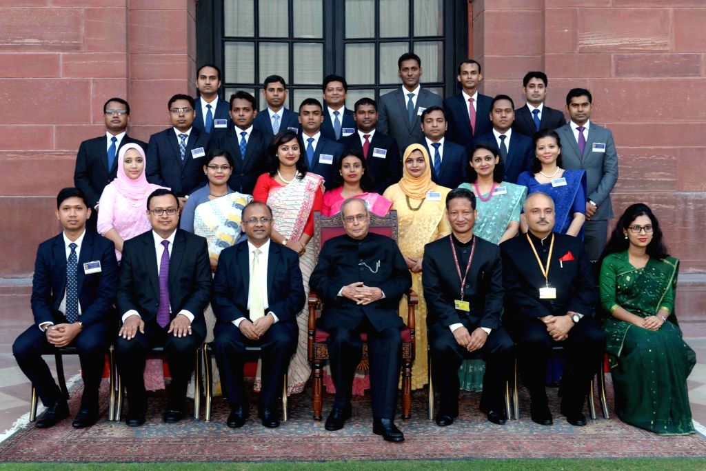 President Pranab Mukherjee with the Bangladeshi Officer Trainees (Young Diplomas) attending Special Course for Bangladesh Diplomats at the Foreign Service Institute at Rashtrapati Bhavan ... - Pranab Mukherjee