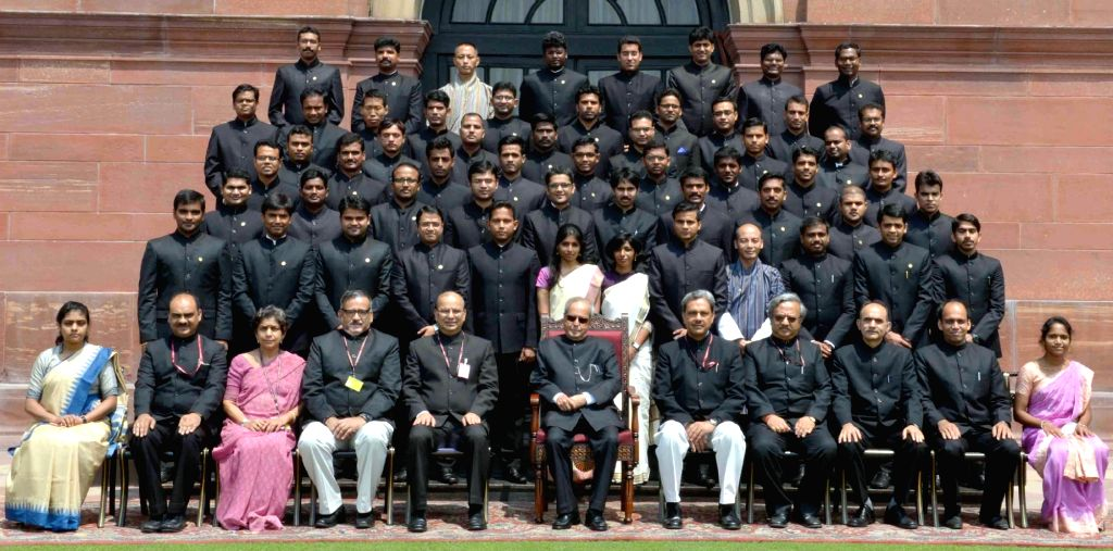 President Pranab Mukherjee with the Probationers of Indian Forest Service (2015 batch) from Indira Gandhi National Forest Academy, Dehradun, at Rashtrapati Bhavan, in New Delhi on Aug 5, ... - Pranab Mukherjee