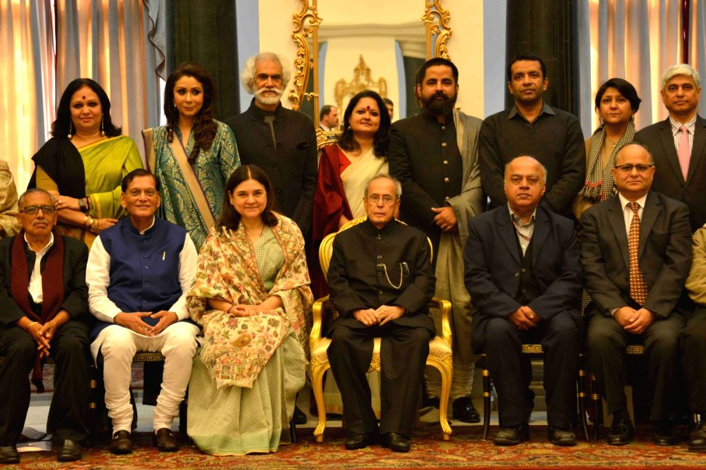 President Pranab Mukherjee with the special invitees and jury of 100 Women Achievers Contest of Women and Child Development Ministry in collaboration with Facebook, at Rashtrapati Bhavan, ... - Pranab Mukherjee