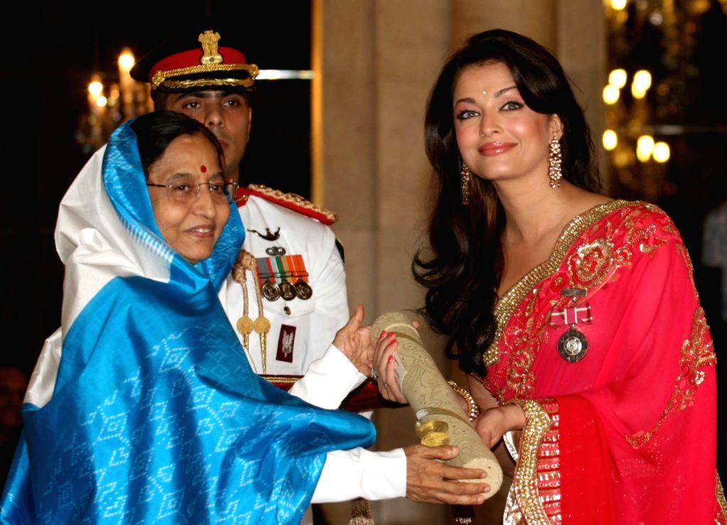 President Pratibha Patil presenting Padma Shri award 2009 to bollywood actress Aishwarya Rai Bachchan during Padma Awards ceremony at Rashtrapati Bhawan in New Delhi on Tuesday.