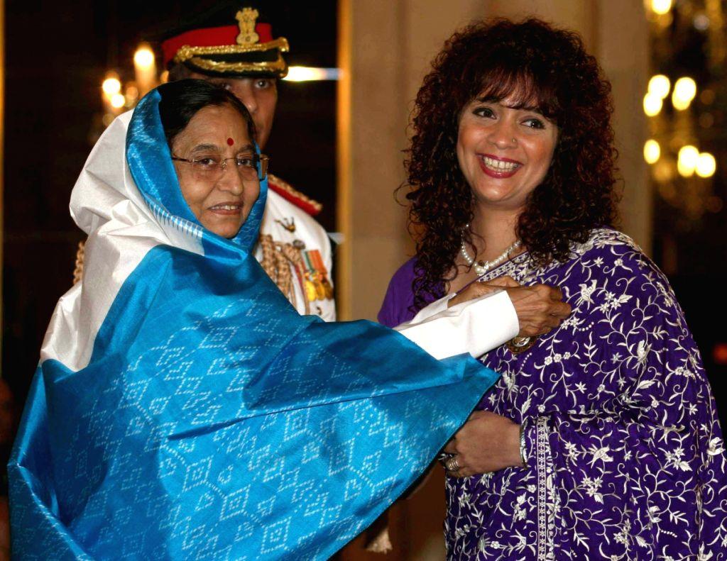 President Pratibha Patil presents Padma Shri  to gazal singer Penaz Masani during Padma awards ceremony at Rashtrapati Bhawan in New Delhi on Tuesday.