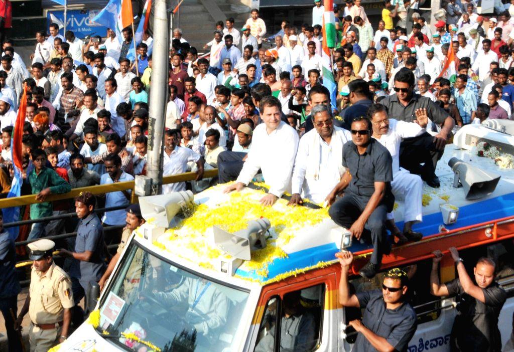 "President Rahul Gandhi and Karnataka Chief Minister Siddaramaiah during ""Janashirvada Rally"" in Karnataka's Tumkur on April 4, 2018. - Siddaramaiah and Rahul Gandhi"