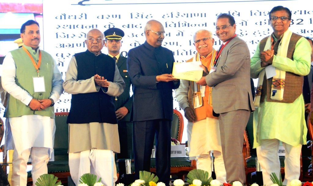 President Ram Nath Kovind accompanied by Haryana Governor Satyadeo Narain Arya, Chief Minister Manohar Lal Khattar, Agriculture Minister OP Dhankar and Finance Minister Capt Abhimanyu, ... - Manohar Lal Khattar and Nath Kovind