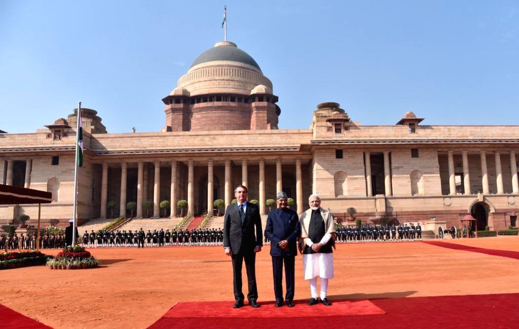 President Ram Nath Kovind and Prime Minister Narendra Modi with Brazilian President Jair Bolsonaro at a Ceremonial Reception accorded to him at Rashtrapati Bhavan in New Delhi on Jan 25, ... - Narendra Modi and Nath Kovind