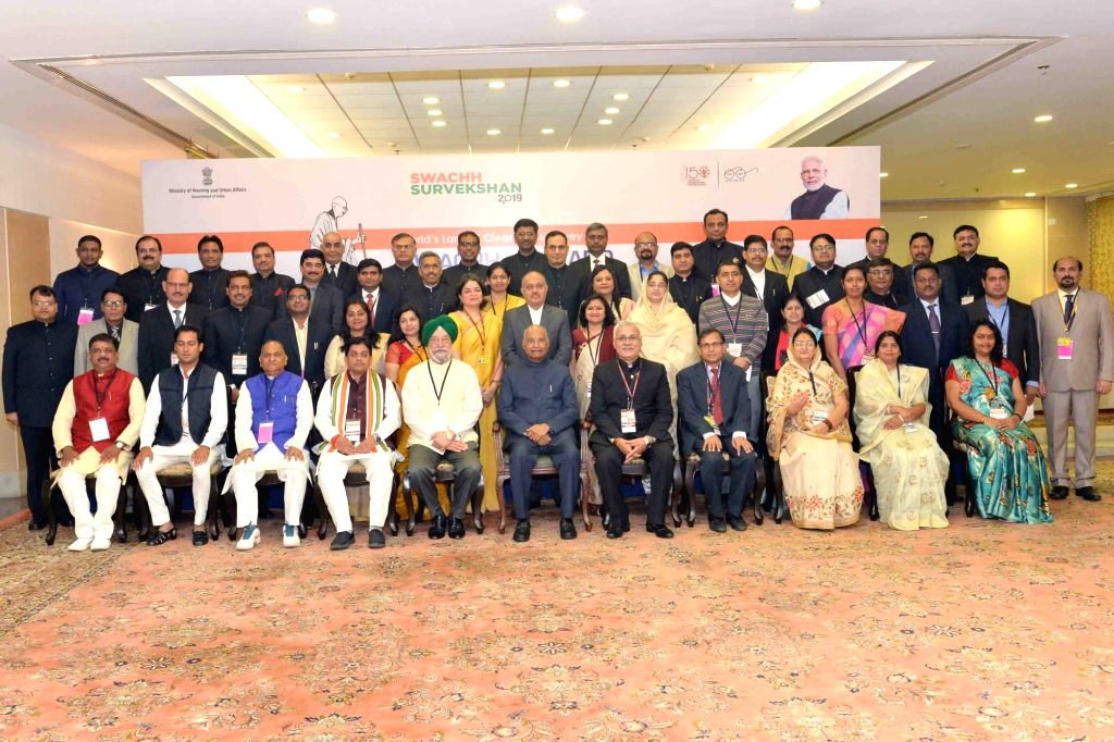 President Ram Nath Kovind and Union MoS Housing and Urban Affairs Hardeep Singh Puri with the awardees of the Swachh Survekshan Awards 2019, in New Delhi, on March 6, 2019. - Nath Kovind