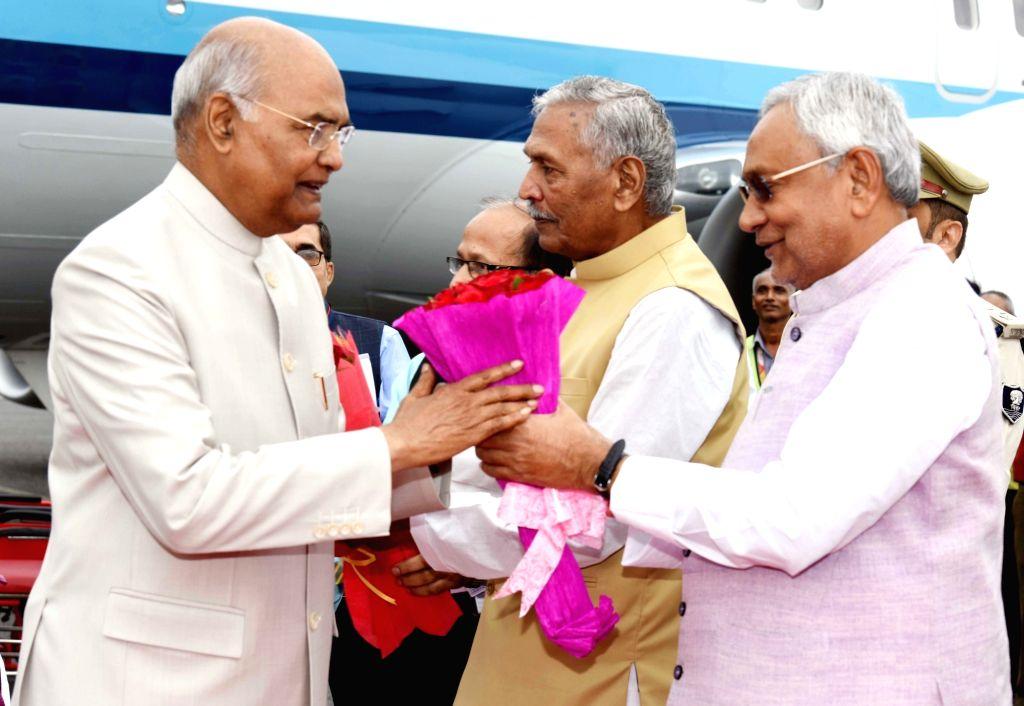 President Ram Nath Kovind being welcomed by Bihar Governor Phagu Chauhan and Chief Minister Nitish Kumar at Jay Prakash Narayan International Airport in Patna on Oct 25, 2019. - Nitish Kumar, Nath Kovind and Phagu Chauhan