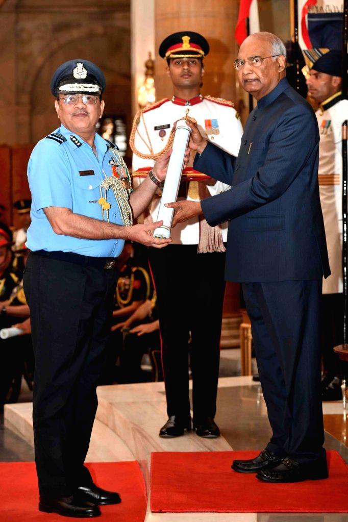 President Ram Nath Kovind confers Ati Vishisht Seva Medal (AVSM) - Gallantry Awards on Air Marshal Amit Dev during the 2019 Defence Investiture Ceremony- I at Rashtrapati Bhavan, in New ... - Nath Kovind and Marshal Amit Dev