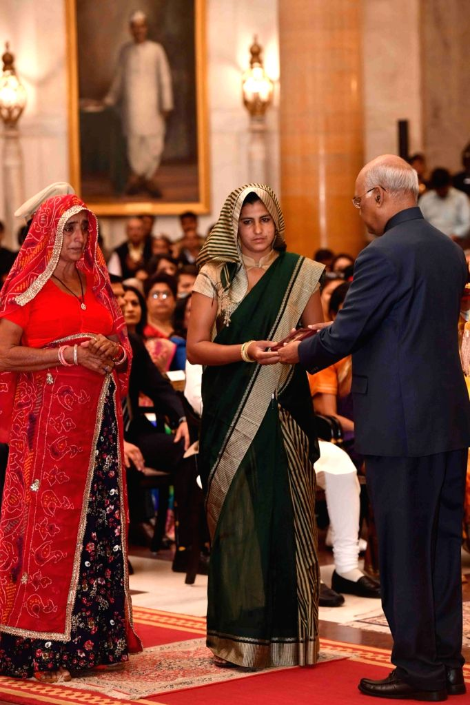 President Ram Nath Kovind confers Ati Vishisht Seva Medal (AVSM) - Gallantry Awards on Late Central Reserve Police Force (CRPF) constable Rajendra Kumar Nain (posthumous) during the 2019 ... - Nath Kovind and Rajendra Kumar Nain