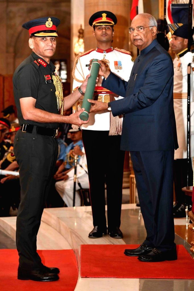 President Ram Nath Kovind confers Ati Vishisht Seva Medal (AVSM) - Gallantry Awards on Lieutenant General Surendar Kumar Prashar during the 2019 Defence Investiture Ceremony- I at ... - Nath Kovind