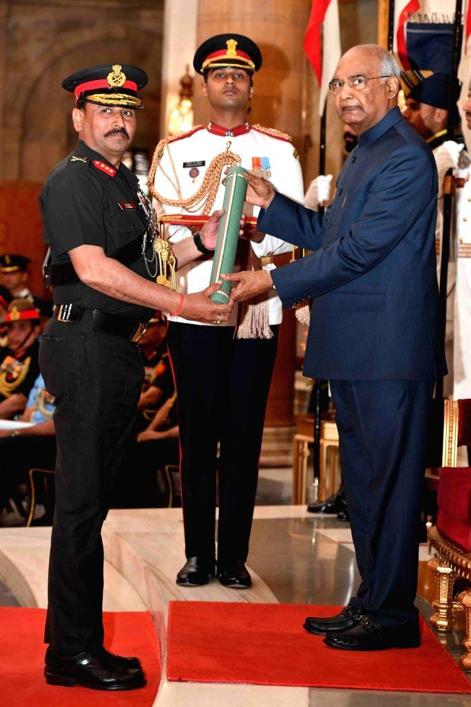 President Ram Nath Kovind confers Ati Vishisht Seva Medal (AVSM) - Gallantry Awards on Lieutenant General Jagdeep Kumar Sharma during the 2019 Defence Investiture Ceremony- I at ... - Nath Kovind